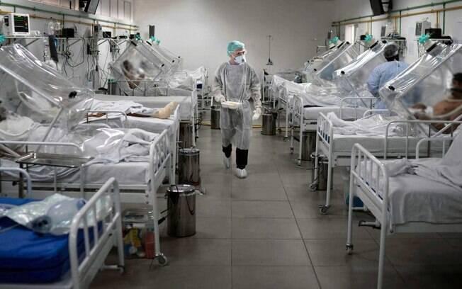 Para os medicos, o crescimento no índice de transmissão foi o principal responsável pelo agravamento da crise