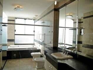 A casa, de cinco pavimentos, tem 11 banheiros