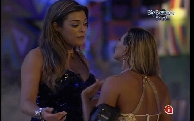 Fabiana e Monique conversam sobre o Jogo da Discórdia
