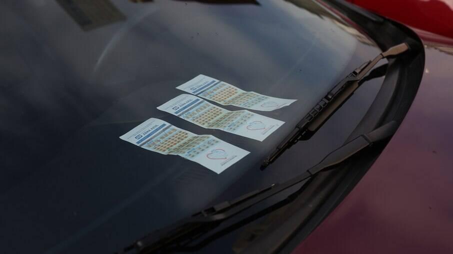 Sem cartão no painel, nova Zona Azul de SP segue com fiscalização eletrônica