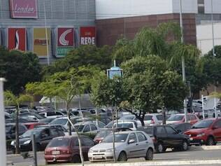 Cidades / Portal - Contagem - Minas Gerais - Brasil. Arrombamento de carros no Itau Power Shopping.   Foto: Uarlen Valerio/ O Tempo 23-05-2014