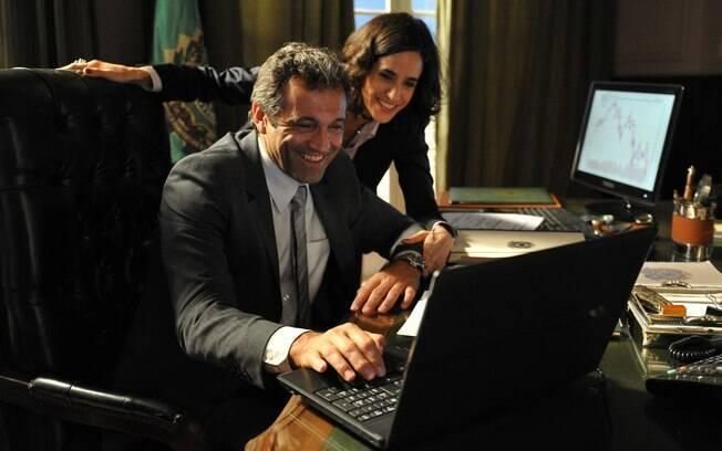Fernanda (Mariana Lima) é apaixonada por seu chefe, Paulo (Domingos Montagner)