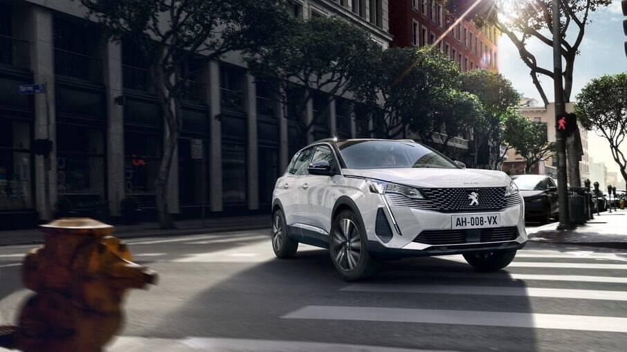 Peugeot 3008: virá até o fim do mês com vsual renovado e uma série de novidades, com a multimídia com tela de 10 polegadas