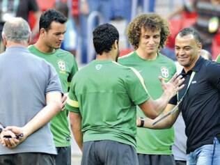 O ex-jogador Cafu foi ao treino da seleção desejar boa sorte aos atletas