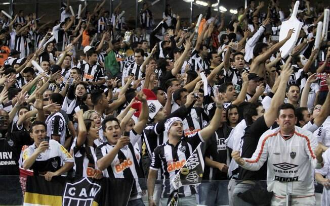 Torcida do Atlético-MG se agita antes da  final no Mineirão