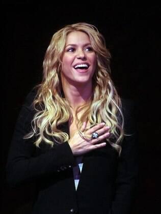 Shakira erra hino nacional de seu país