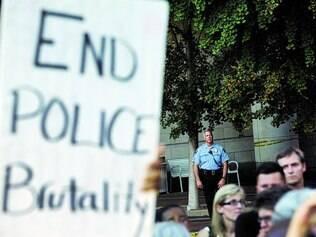 Violência. Guarda Nacional sairá de Ferguson, cidade que questiona a militarização da polícia