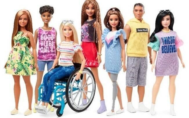 Entre os modelos lançados, há bonecas com diferentes corpos e estilos de cabelo, fugindo do padrão clássico da Barbie