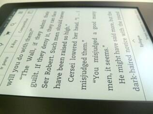 Tela do Paperwhite permite leitura mesmo com aparelho inclinado