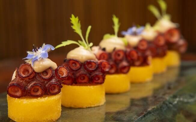 Se você busca uma entrada sofisticada, essa é uma ótima opção; veja a receita completa do polvo com polenta