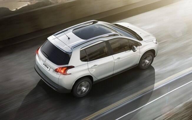 Teto solar panorâmico está entre os itens de série da versão topo de linha Griffe do Peugeot 2008
