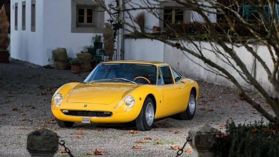 O primeiro carro de rua da De Tomaso, o Vallelunga surgiu em 1963, no Salão de Turim, na Itália