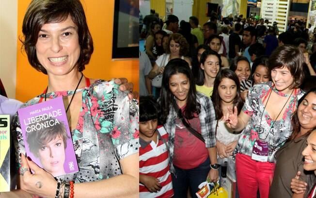 Maria Paula lançando seu livro na Bienal