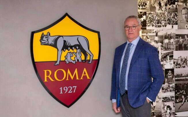 Claudio Ranieri é o novo técnico da Roma. Ele estreou como profissional no clube italiano e treinou a equipe entre 2009 e 2011