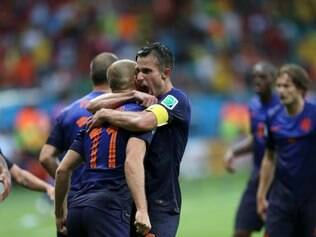 Robben e Van Persie, destaques da goleada contra a Espanha com dois gols cada, comemoram