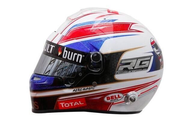 Romain Grosjean, da Lotus, mostrou seu  capacete no Twitter. Repare na parte de trás, onde  aparece um desenho dele de terno e capacete