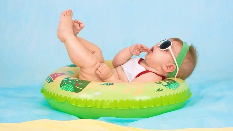 Para viajar com seu filho em segurança, deve-se verificar se o hotel oferece as dependências necessárias para o conforto do bebê