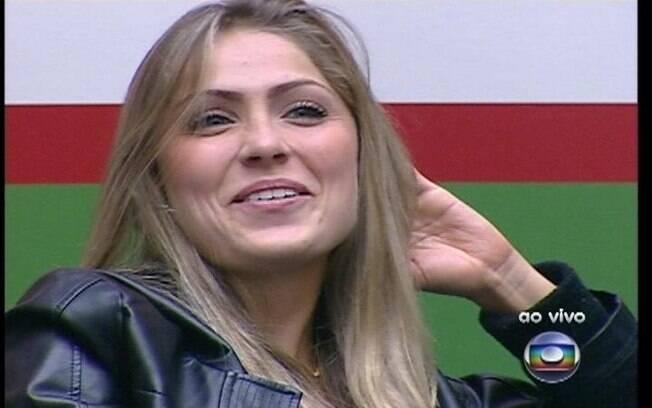 Renata sorri para Pedro Bial