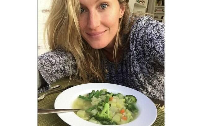 Gisele só come vegetais e legumes orgânicos