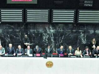 Pimentel foi empossado em sessão solene da Assembleia Legislativa