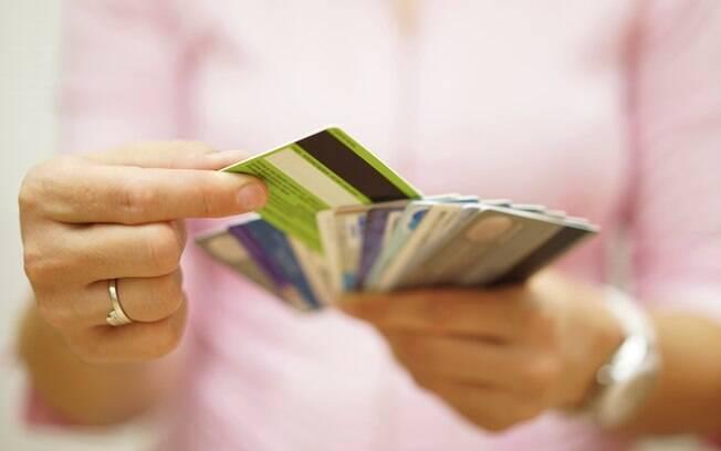 Juros do cartão de crédito cai em dezembro, aponta Anefac