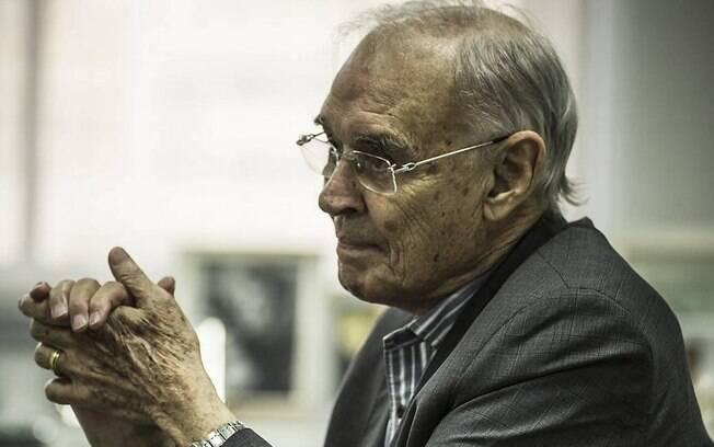 O senador Arolde de Oliveira