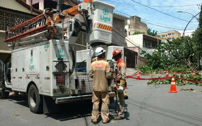 Funcionários da Light foram sequestrados na zona norte para consertar a distribuição de energia no Morro do Engenho