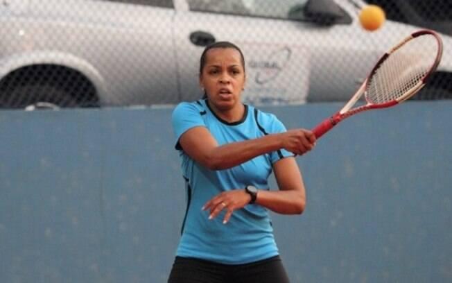 Ela se arriscou no tênis e foi vice-campeã de  torneio amador de tênis em São Paulo