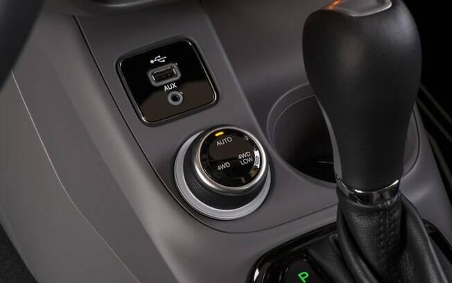 Interior da Fiat Toro Volcano 4x4 a diesel. Foto: Divulgação