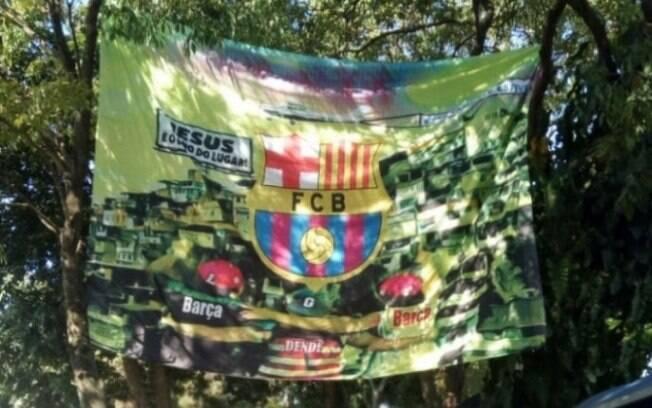 Bandeirão traz diversas referências ao grupo que era comandado por Guarabu