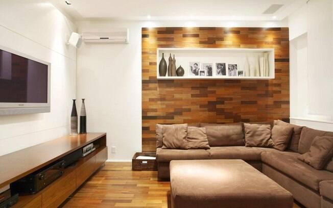 Decoracao De Sala Em L ~ Painéis de madeira trouxeram aconchego ao ambiente de Carla Dichy Os