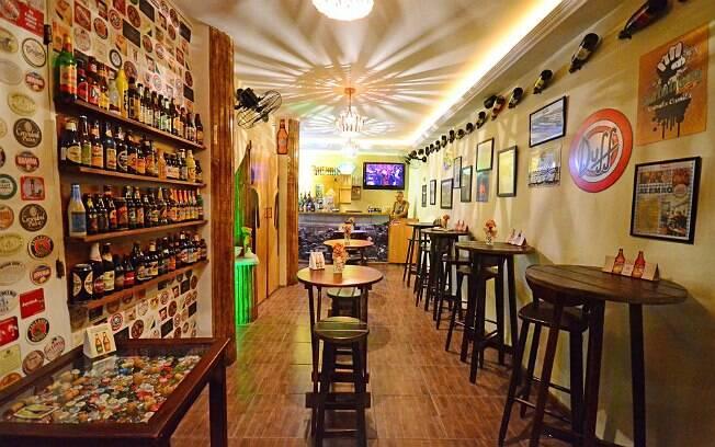 Bar de cervejas especiais de Marcelo foi construído em uma garagem da comunidade carioca