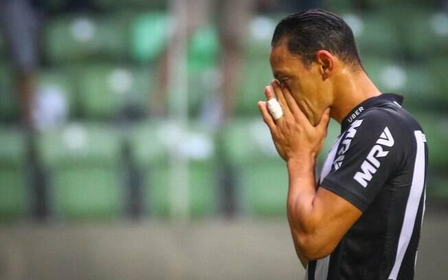 Ricardo Oliveira lamenta chance perdida