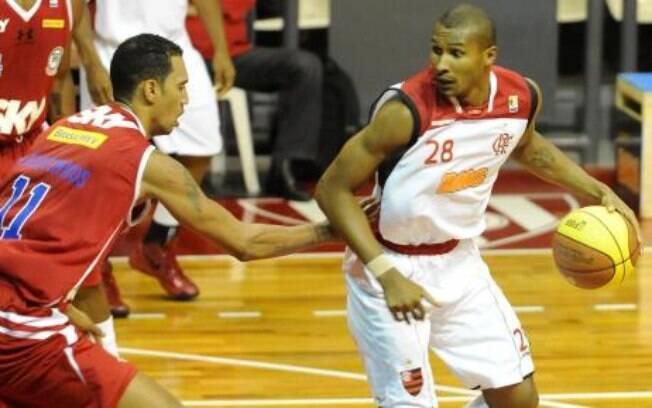 Em 2011, durante o locaute na NBA, Leandrinho  jogou pelo Flamengo. A trajetória no clube acabou  assim que a pausa na NBA terminou