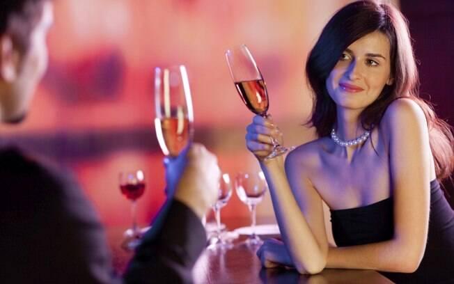 As festas de empresa são uma oportunidade para quem deseja ter um caso com alguém do trabalho
