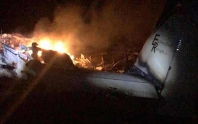 Avião carregado com drogas cai em canavial em Igaraí