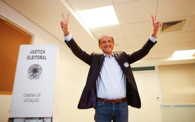 Entre os candidatos ao governo de São Paulo, Paulo Skaf foi o oitavo eleitor de sua sessão, em uma escola no Jardins