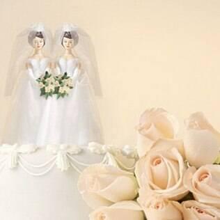 Gays tem idade média na data do casamento maior do que heterossexuais, segundo IBGE