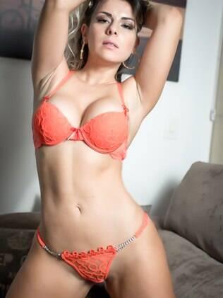 Vanessa Perez posa de lingerie