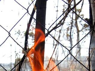Cidades - Novos focos de incendio foram registrados pelo Corpo de Bombeiros  na Serra do Curral em Belo Horizonte MG . Foto: Alex de Jesus/O Tempo 01/10/2014