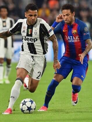 Daniel Alves é titular da Juventus