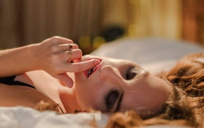 Sentir-se relaxada, após uma massagem sensual, pode deixar a mulher pronta para alcançar o tão desejado orgasmo