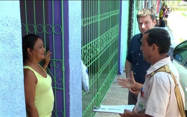 Agentes combatem os criadouros do mosquito da dengue. Foto: Reprodução/BBC Brasil