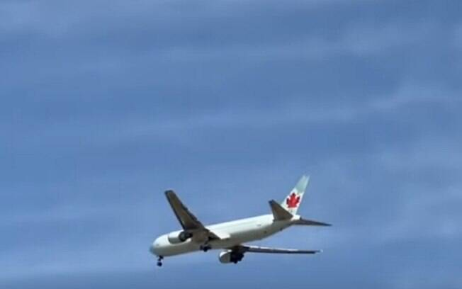 O avião está voando em volta de Madri para gastar a gasolina antes de pousar