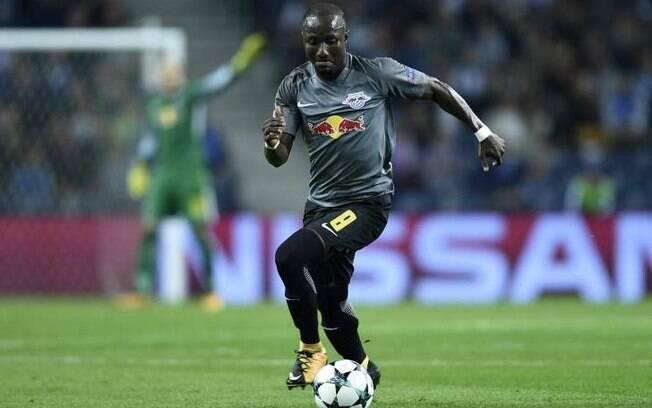 Naby Keita, jogador do RB Leipzig que está indo para o Liverpool