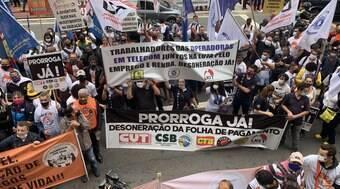 Centrais sindicais protestam em São Paulo em defesa da desoneração da folha