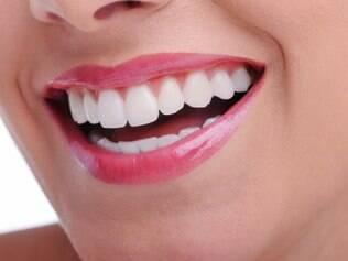 O flúor endurece os dentes protegendo-os contra as cáries