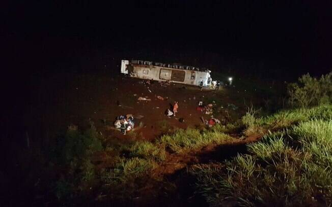 Acidente de ônibus aconteceu por volta das 4h30, próximo a Campo Mourão