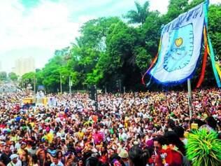 'Baianas Ozadas'. Um dos blocos mais esperados da cidade, ele reuniu 10 mil pessoas, na segunda, na região Centro-Sul