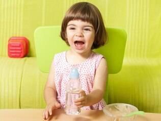 Chupeta e mamadeira usadas além da idade atrapalham o desenvolvimento da fala